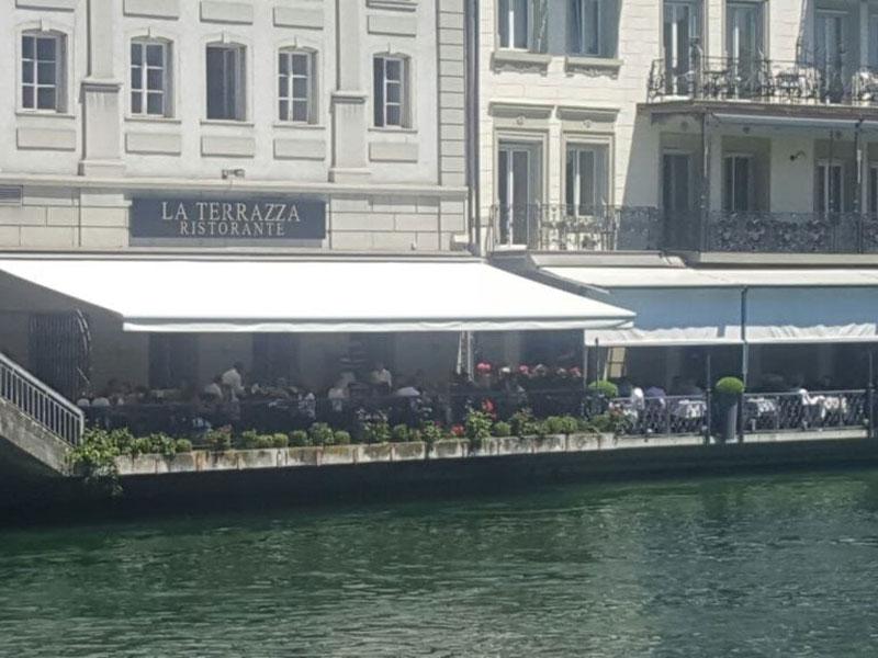 Markisen-von-Stobag-beim-Restaurant-Terraza